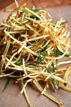 Fries with Lemon Salt & Rosemary. (Fryer recipes is not always the best choice, this recipe is a side dish I'm going to try & control myself.I love lemon salt). Think Food, I Love Food, Food For Thought, Good Food, Yummy Food, Tasty, Food Dishes, Side Dishes, Potato Dishes