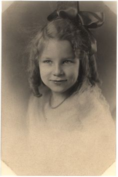 Image detail for -File:Vintage girl in curls with bow, 1st pose.jpg - Wikimedia Commons