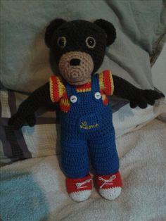 Petit ours brun tout en crochet