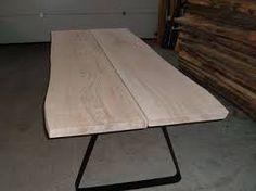Fra rå egetræs planker til færdigt planke bordplade. En proces hvor ...