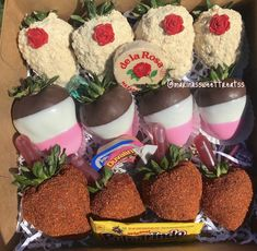 Chocolate Covered Treats, Chocolate Dipped Strawberries, Strawberry Cake Pops, Mexican Snacks, Chocolate Hearts, Tamarindo, Cupcake Cakes, Sweet Treats, Valentines