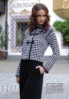 Knitted jacket in Chanel style