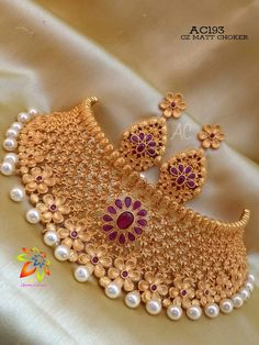 Gold Chocker, Chocker Necklace, Chokers, Gold Necklace, Jewelry Design Earrings, Gold Jewellery Design, Necklace Designs, Gold Jewelry, Indian Bridal Jewelry Sets