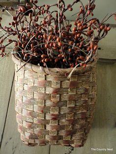 Primitive basket with pips. Old Baskets, Vintage Baskets, Wicker Baskets, Prim Decor, Country Decor, Primitive Country Homes, Primitive Autumn, Basket Crafts, Basket Weaving