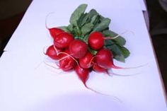 Prvá ozajstná jarná zelenina, chrumkavá, pikantná, šťavnatá. Na trhu sú jej také obrovské hromady, že za nimi ledva vidno trhovníkov, no do poobedia sú kopy preč....ČIERNA REĎKOVKA