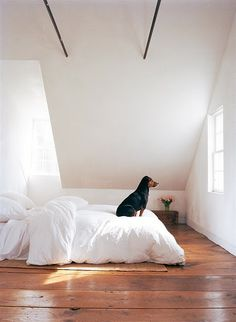 white bedding is simple but looks so cozy!