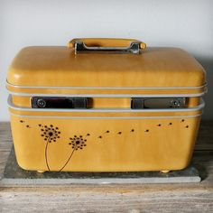 great idea for the vintage suitcases i stumbled upon :)