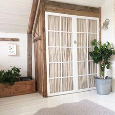 """2,047 gilla-markeringar, 20 kommentarer - Elin Nordström (@torpet125) på Instagram: """"Godmorgon från sovloftet idag fortsätter altanbygget , men först en mysig söndagsfrukost såklart…"""" Sleeping Loft, Compact Living, Attic Rooms, Bedroom Loft, Home Remodeling, Interior Architecture, House, Inspiration, Furniture"""