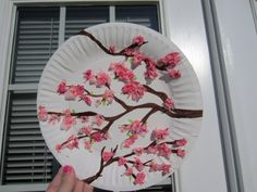 cherry blossom art - for kids craft table. Chinese New Year Crafts For Kids, Spring Crafts For Kids, Diy Crafts For Kids, Around The World Crafts For Kids, Chinese Crafts, Painting For Kids, Art For Kids, Cherry Blossom Painting, Cherry Blossoms