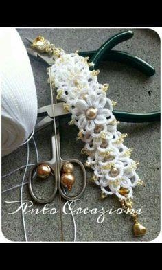 Bracciale2 Bracelet Tatting, Tatting Jewelry, Crochet Bracelet, Crochet Flowers, Crochet Lace, Crochet Stitches, Needle Tatting, Tatting Lace, Tatting Patterns