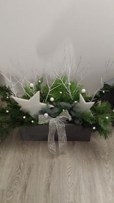 Christmas Shows, Christmas Mood, Outdoor Christmas, Christmas 2019, All Things Christmas, Christmas Planters, Christmas Wreaths, Christmas Flower Arrangements, Deco Floral