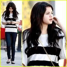 i love the way selena dresses she's just amazing!!!!!