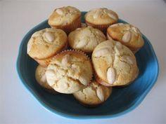 Muffin cioccolato bianco e mandorle: fatti due volte, ottimi. Venuti perfetti anche nello stampo in silicone
