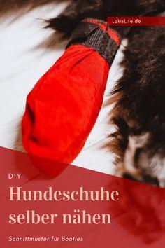 Mit dieser einfachen Anleitung samt Schnittmuster näht ihr im Handumdrehen perfekt passende Schuhe für euren Hund. Oft passen die Booties aus dem Tierfachhandel nicht besonders gut, darum lohnt es sich, die Hundeschuhe selber zu nähen.    #LokisLifeBlog #DIY #Hundeschuhe #Nähen #Booties #Schnittmuster #Pfotenschutz Booty, Pets, Poodle, Puppys, Swag, Animals And Pets