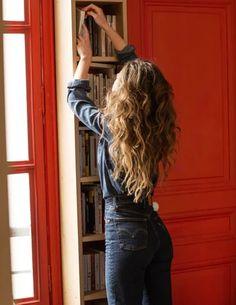 Hair Inspo, Hair Inspiration, Double Denim Looks, Sixties Fashion, Blouse Vintage, Hair Goals, Her Hair, Wavy Hair, Curly Hair Styles