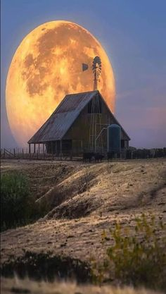 Solve Barn jigsaw puzzle online with 81 pieces Beautiful Moon, Beautiful Places, Beautiful Pictures, Farm Barn, Old Farm, Barn Pictures, Country Barns, Country Life, Country Living
