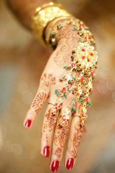 'Haath Phool' #Bridal #Jewelry (literally Hand Flower) & (companion, organic) Mehendi ~ Henna