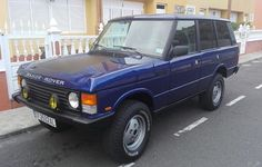 On offer is 1989 Range Rover Classic with 39,000 original kms. Manual transmission, manual windows and seats (no pesky expensive electrics), with A/C. Delivered to your door anywhere in the US with clean US title in hand for $15,000. Contact if interested #rangerover #rangeroverclassic #rrc #landrover #classiccar #vintage4x4 #vintage #classic #overland #adventurmobile #import #greymarket #safariasawayoflife