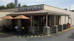 If you are looking for Breakfast/Brunch/Lunch/Dinner/Drinks in the Cotswald area, you can't go wrong with Eddie's. This place is an institution in Charlotte NC