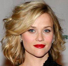 Reese Witherspoon Hair for Myra's wedding Face Shape Hairstyles, Pretty Hairstyles, Bob Hairstyle, Reese Witherspoon Hair, Resse Witherspoon, Celebrity Haircuts, Short Wavy Hair, Short Curls, Short Waves
