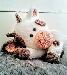 Koe Zoë gehaakt door Helanda Gerrits #haken #haakpatroon #gehaakt #amigurumi #knuffel #gehaakt #crochet #häkeln #cutedutch