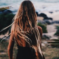 Beach Hair :: Natural Waves :: Brunette + Blonde :: Summer Highlights :: Messy Manes :: Long Locks :: Discover more DIY Easy Hairstyle Photography + Style Inspiration Messy Hairstyles, Pretty Hairstyles, Hair Inspo, Hair Inspiration, Corte Y Color, Good Hair Day, Dream Hair, Beach Hair, Gorgeous Hair