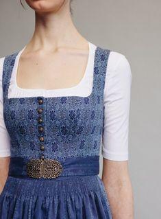 Gottseidank |Frühling/Sommer 2017 Modest Fashion, Fashion Dresses, European Dress, Frozen Costume, German Fashion, Vintage Inspired Outfits, Mom Dress, Folk Fashion, Japanese Street Fashion
