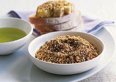 Dukkah In Egitto la Dukkah viene servita a colazione o come antipasto: per noi occidentali è ideale con gli aperitivi. E' un trito di semi vari e nocciole che viene consumato con del pane intinto in olio di oliva.