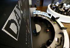 Bolsas na Europa devolvem ganhos da semana passada - http://po.st/0Q7OZf  #BolsadeValores - #Bolsa, #BolsaDeValores, #Consolidada, #Europa, #Ganhos