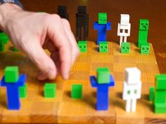 Minecraft Chess Set by FuelCell250 http://www.thingiverse.com/thing:143991