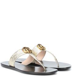 13a206bb4 Gucci - Sandalias Doble G de piel - Suba el volumen del glamour de verano  luciendo