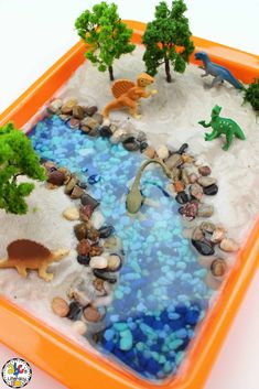 This Dinosaur Sensory Bin is a great way to learn about dinosaurs and let your child feel their way through a ton of different textures and items. Dinosaurs Preschool, Dinosaur Activities, Dinosaur Crafts, Toddler Learning Activities, Dinosaur Toys, Sensory Activities, Kids Learning, Dinosaur Projects, Play Activity