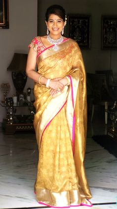 gold and pink saree color combination.