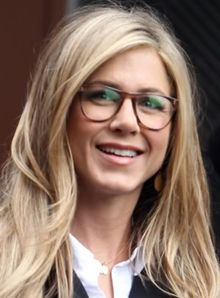 jennifer aniston brown glasses