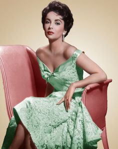 Elizabeth Taylor defined modern celebrity and is considered the last classic Hollywood icon. Elizabeth Taylor Trust and Elizabeth Taylor Estate. Non Plus Ultra, 20th Century Fashion, Glamour, Prom Dresses Online, Iconic Women, Mom Outfits, Classic Beauty, Vintage Beauty, Retro