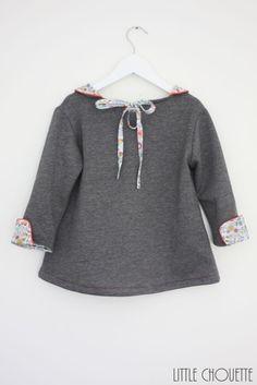 So sweat, so chic,… – Little Chouette Liberty Art Fabrics, Liberty Print, Kids Wardrobe, Lany, Sewing For Kids, Chic, Paisley, Kids Fashion, Bell Sleeve Top