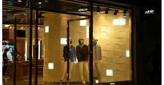 The key to designing shop lighting ideas led light . Garage Lighting, Shop Lighting, Lighting Ideas, Display Lighting, Track Lighting, Track Spotlights, Clothing Store Design, Gallery Lighting, Shop House Plans
