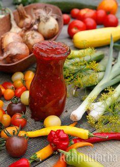 Omista tomaateista keitetty ketsuppi on täynnä vahvoja, tuoreita makuja ilman lisäaineita Stuffed Peppers, Vegetables, Food, Stuffed Pepper, Essen, Vegetable Recipes, Meals, Yemek, Stuffed Sweet Peppers