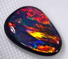 VERY BRIGHT BLACK OPAL FROM LIGHTNING RIDGE - 2.90 CTS