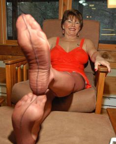 Nylon Foot Pissing 117