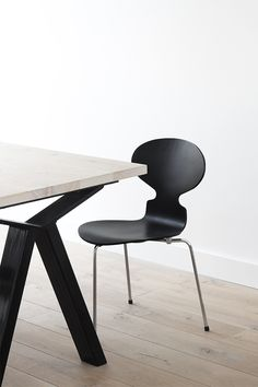Graphic Shapes in dining room | Arne Jacobsen chair