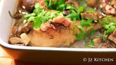 Fricassee 是一種既不是炒又不是紅燒,做法是先煎後加入醬汁或湯去煮。這次的Chicken Fricassee (法式燉雞)做法簡易,香氣主要是來自香草,而且湯汁更吸了不同食材的味道,比雞更好味道!