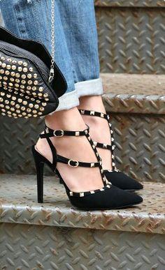 Ankle strap pointy pumps, elegant!