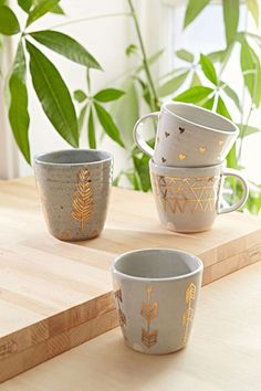 pretty, oh so pretty… earthenware with gilded details. via THE STYLE FILES pretty, oh so pretty… earthenware with gilded details. via THE STYLE FILES Kitchenware, Tableware, Cute Mugs, Pretty Mugs, Pottery Painting, Mug Cup, Earthenware, Moscow Mule Mugs, Ceramic Pottery