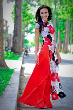 i love wedding dresses White wedding ao dai - Vietnamese Ao dai (Vietnamese Traditional Dress) Schwarzenborn (W of Himmerod), village church. Vietnamese Traditional Dress, Vietnamese Dress, Traditional Dresses, Ao Dai, Medieval Gown, Bride Gowns, Asian Style, Asian Fashion, Asian Girl