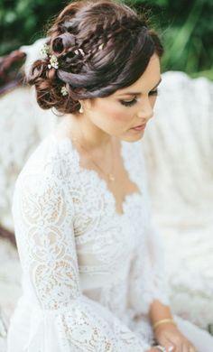 Wedding hairstyle idea; Featured Photographer: Aga Jones Photography