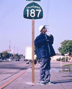 Long Beach native, Snoop Dogg, standing by California state highway Mode Hip Hop, 90s Hip Hop, Hip Hop Rap, Snoop Dogg, Estilo Cholo, Sup Girl, Estilo Hip Hop, Hip Hop Classics, Rapper Art