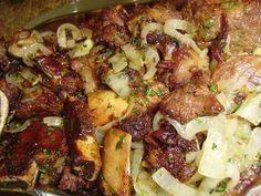 Ingredientes 1 kg de costela bovina sem muita gordura 100 g de bacon sem pele 6 cebolas grandes Pimenta de cheiro a gosto Sal a gosto  Modo... Read More »