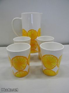 Marimekko Appelsiini kaadin ja 4 mukia - 125 €