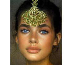 Sabyasachi Tikka Maang TikkaKundan Jewelry | Etsy Indian Jewelry Sets, American Indian Jewelry, Maang Tikka Kundan, Pakistani Jewelry, Desi Wedding, Wedding Hair, Wedding Dresses, Indian Earrings, Sabyasachi